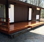 長野県軽井沢の別荘でウリン材を使用したウッドデッキを施工