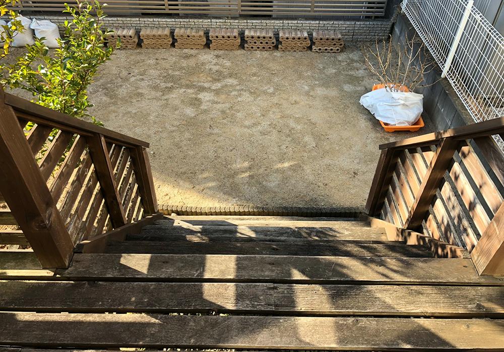茨城県日立市のベランダバルコニーデッキ階段上から(施工前)