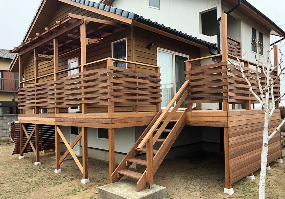 茨城県ひたちなか市のベランダバルコニーデッキ階段側から(施工後)