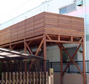 イタウバ材を使用した埼玉県川口市のガレージデッキ施工例