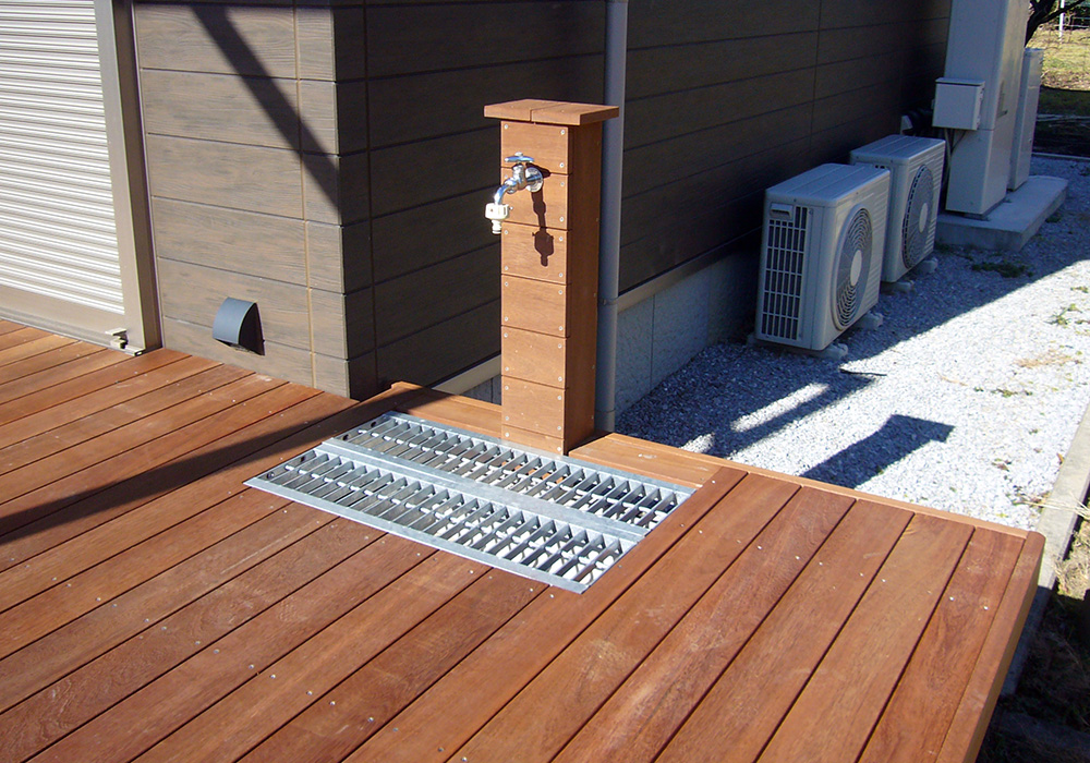 栃木県栃木市岩舟町の戸建てウッドデッキ立水栓