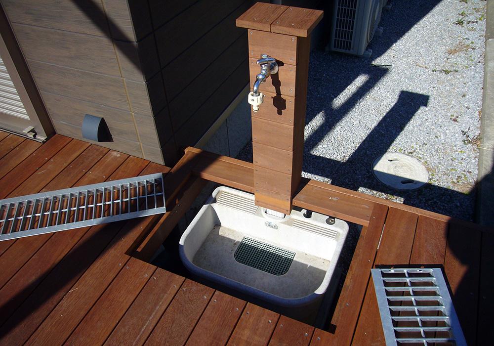栃木県栃木市岩舟町の戸建てウッドデッキ立水栓2