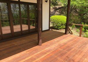 軽井沢の別荘ウッドデッキはウリン材
