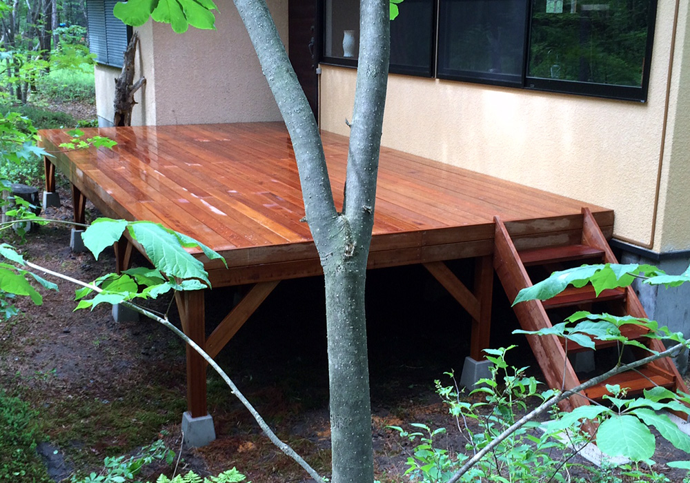 長野県軽井沢町の別荘ウッドデッキ施工例3