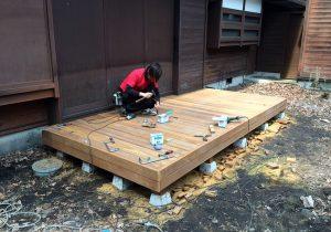 長野県軽井沢町の別荘ウッドデッキ施工工事中