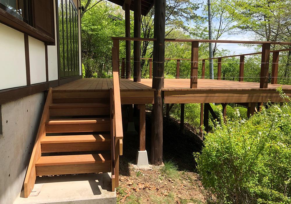長野県軽井沢の別荘ウッドデッキ階段(施工後)