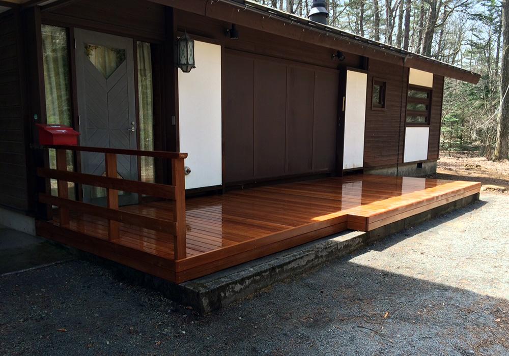 長野県軽井沢の別荘ウッドデッキ左から(施工後)