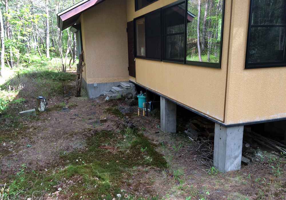 長野県軽井沢の別荘ウッドデッキなし(施工前)