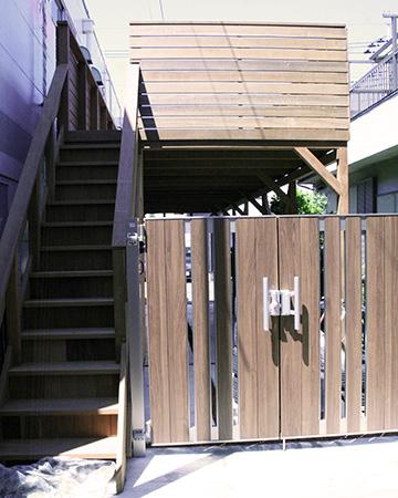 埼玉県川口市ガレージデッキ1階段と門