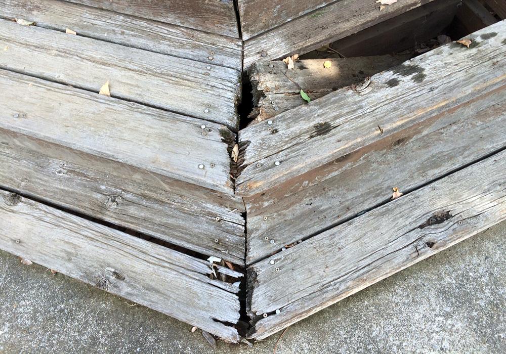 埼玉県越谷市の戸建てウッドデッキ階段(施工前)