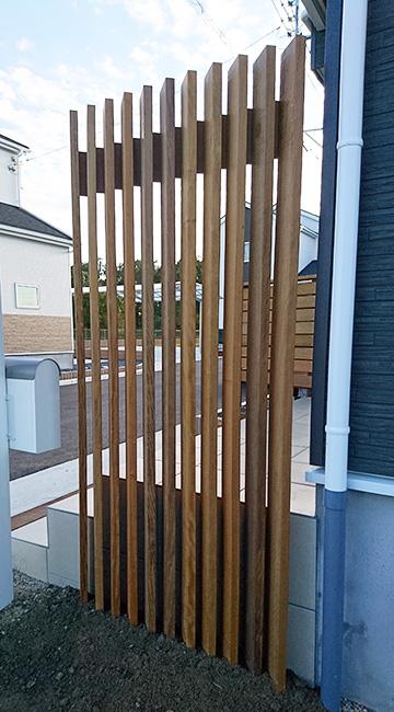 茨城県水戸市の戸建てウッドデッキ玄関側フェンス1
