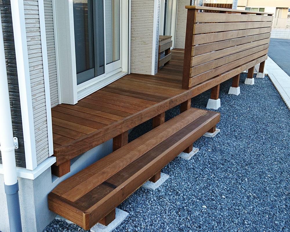 茨城県水戸市の戸建てウッドデッキ階段