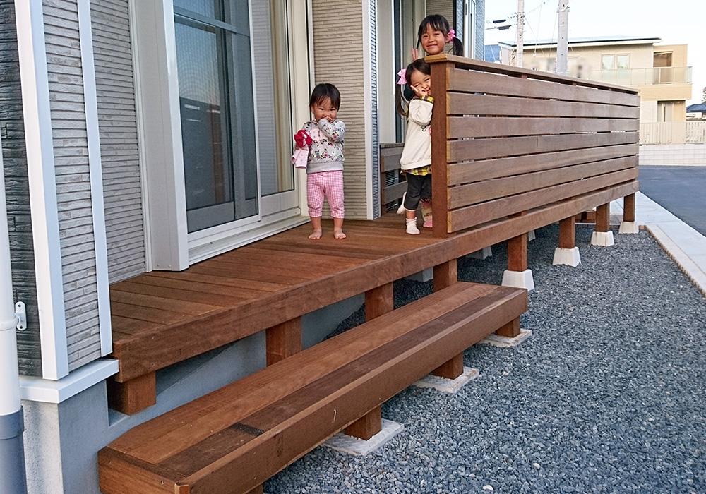 茨城県水戸市の戸建てウッドデッキ右から(施工後)