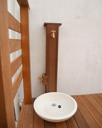 千葉県流山市の戸建てL字ウッドデッキ立水栓