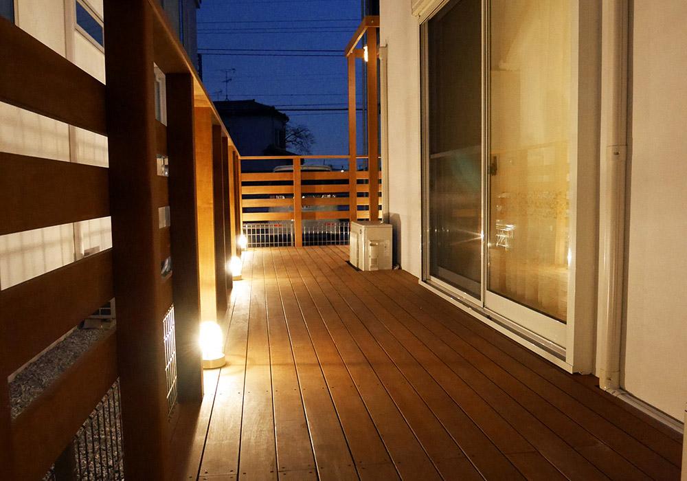 千葉県流山市の戸建てウッドデッキ夜