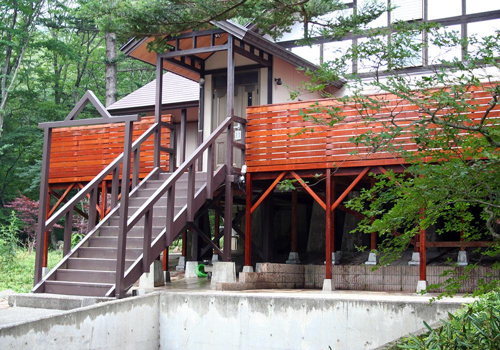 栃木県那須の別荘ウッドデッキ正面右から(施工後)