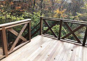 栃木県那須の別荘ウッドデッキ階段側(施工後)