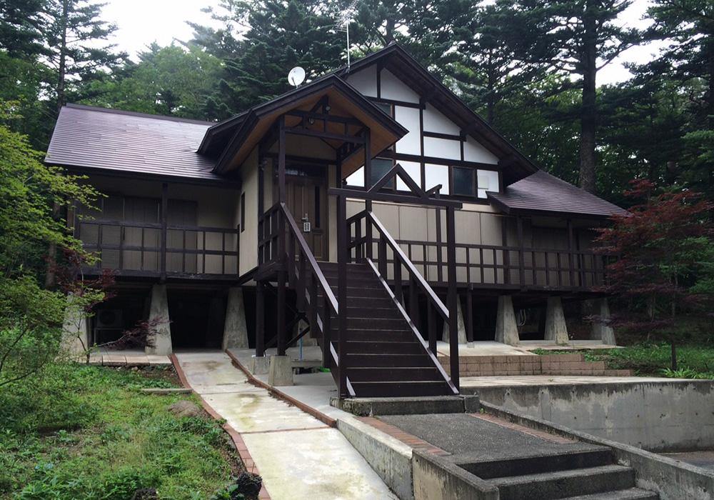 栃木県那須の別荘ウッドデッキ正面(施工前)