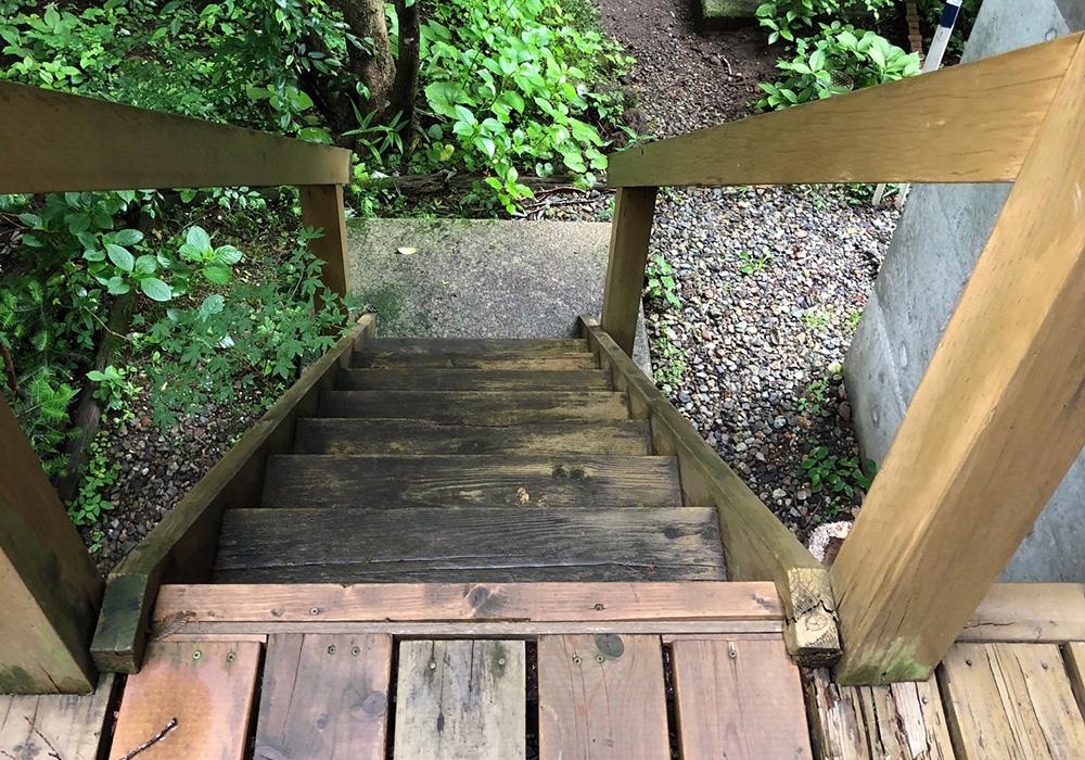 栃木県那須の別荘ウッドデッキ階段(施工前)