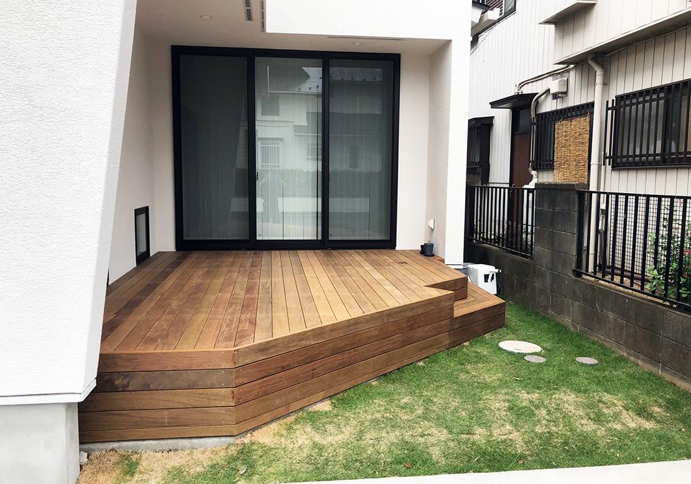 埼玉県桶川市の戸建てウッドデッキ正面(施工後)