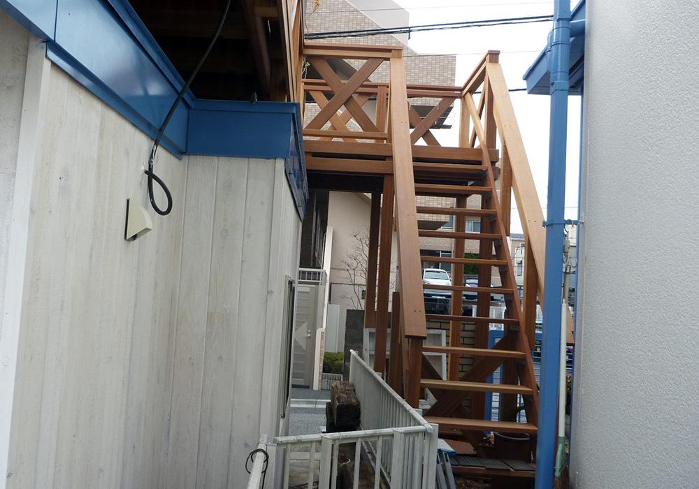 埼玉県さいたま市の戸建てウッドデッキ階段