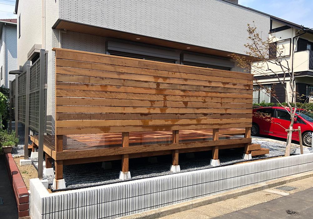 千葉県浦安市の戸建てウッドデッキ右から(施工後)
