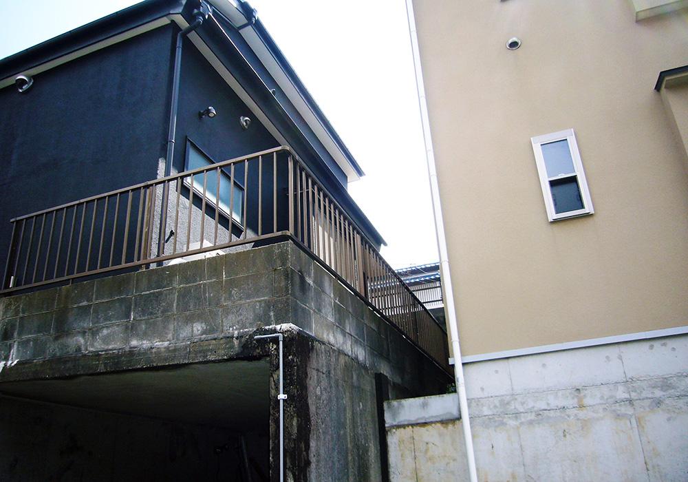 千葉県八千代市サイプレス材ウッドデッキ下から(施工前)