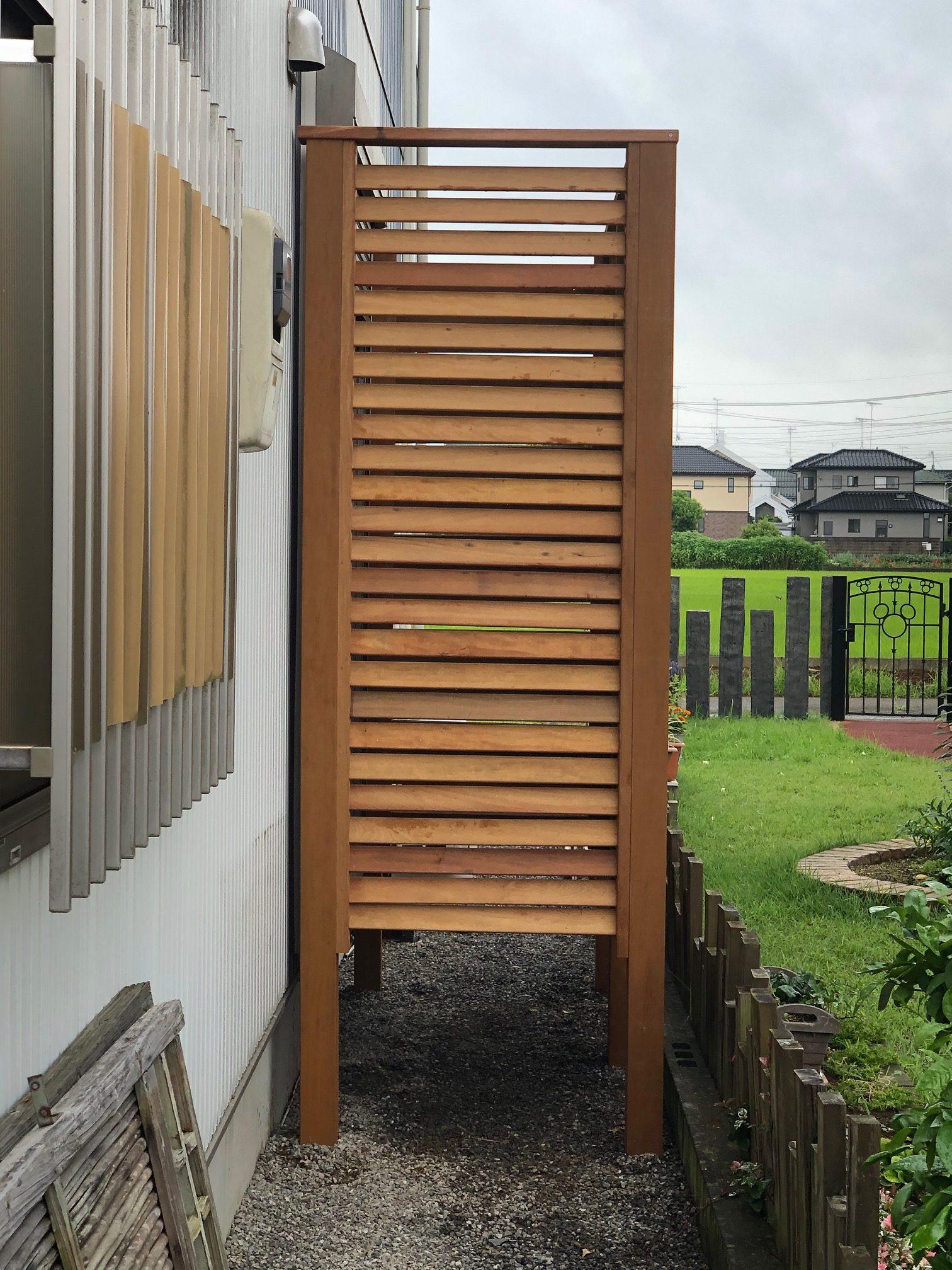 茨城県下妻市のイタウバ材のウッドフェンス横から