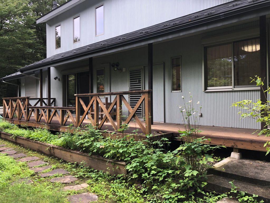 栃木県那須町の別荘ウッドデッキの全体(施工前)